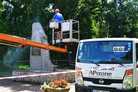 Remont obelisku na Słotwinie