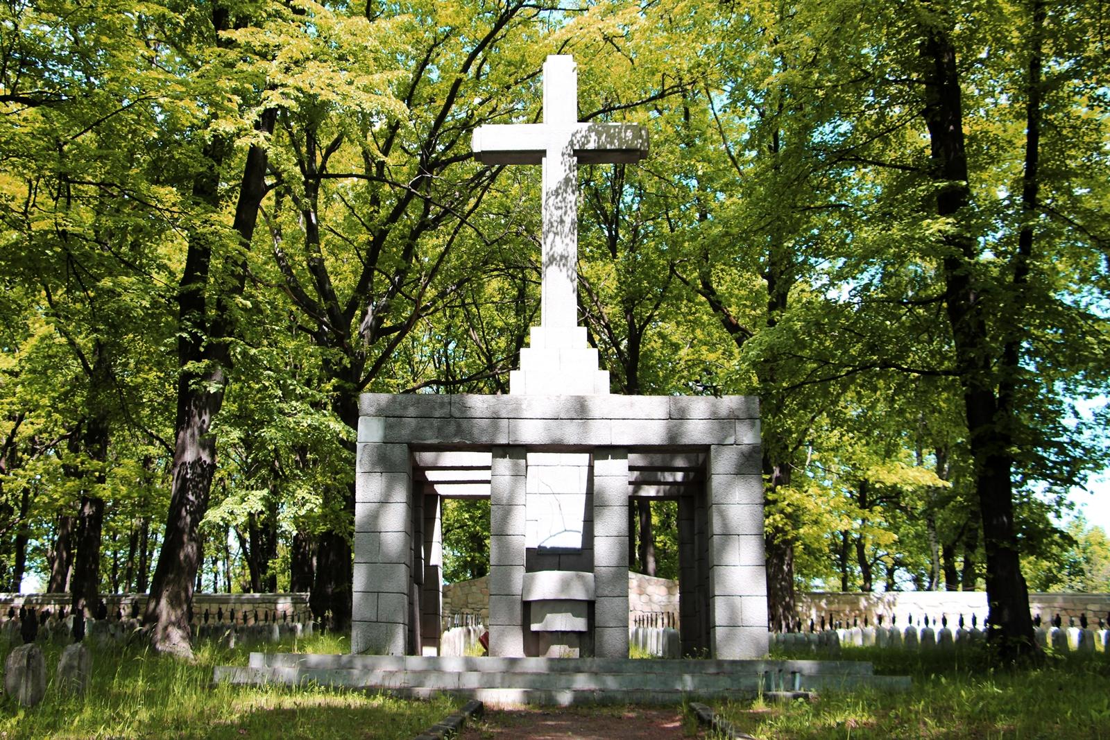 cmentarz-wojenny-2.jpg